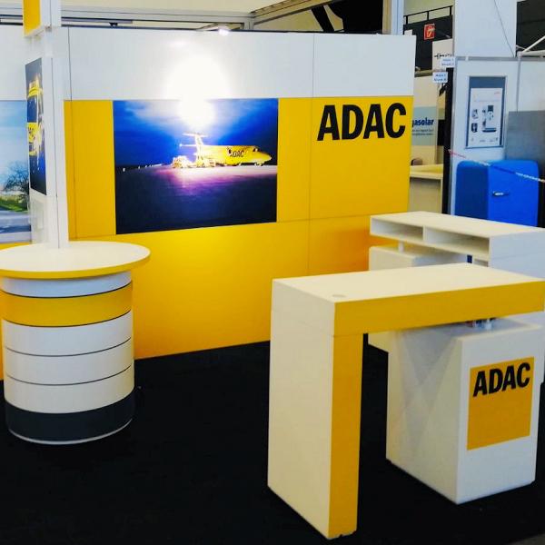 POS-Stand zur Information über das ADAC Angebot