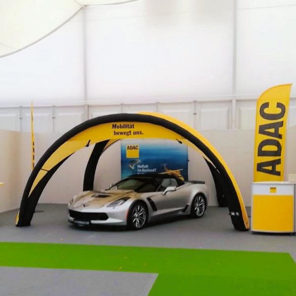 aufmerksamkeitsstarker ADAC Stand der Novoel GmbH